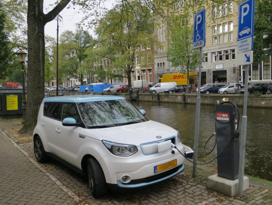 elektro-ladesaule-fur-kfz-in-amsterdam_1080